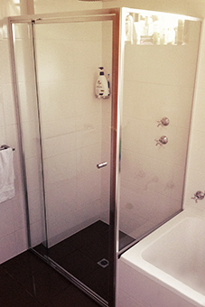ss-framed1 Shower Screens