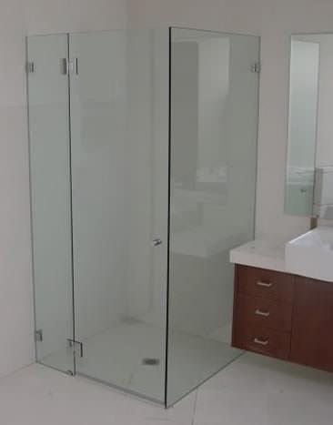 10_Frameless_Shower Fully Frameless