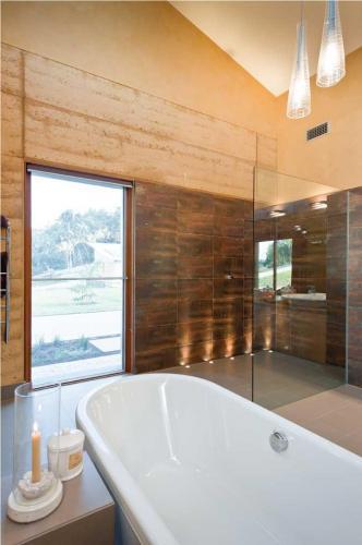 Shower-screen-frameless-4 Fully Frameless V2